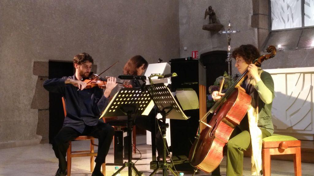 Léa Besançon (violoncelle), Corentin Sauvager (violon) et Betty Wendremaire (piano)