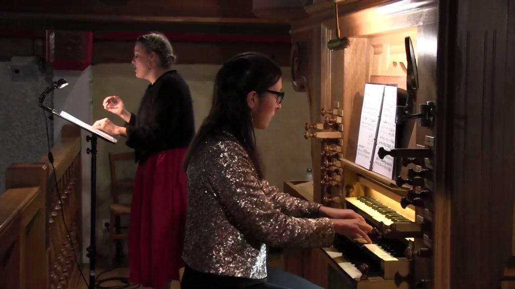 Pauline Rinvet et Coralie Amedjkane pendant le concert